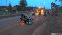 Belasan Pemotor Berjatuhan di Pantura Batang karena Jalan Berlumpur