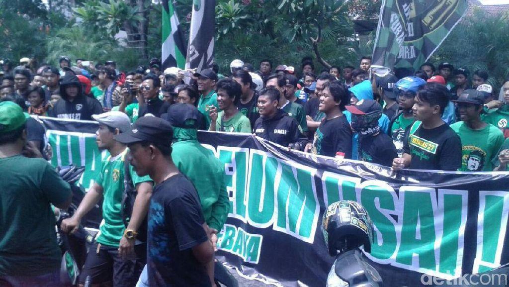 Gara-gara Tertibkan Spanduk Protes PSSI, Satpol PP Surabaya Didemo Bonek