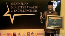 Bupati Irsyad Raih Penghargaan Best Innovative Figures of The Year 2016