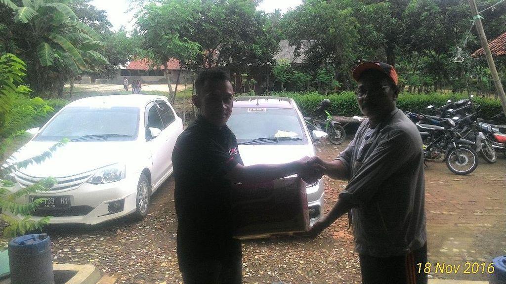 Klub Pecinta Toyota Etios Valco Bantu Korban Banjir Karawang