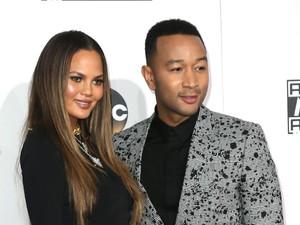 Chrissy Teigen dan John Legend Mengaku Pernah Bercinta di Ruang Ganti