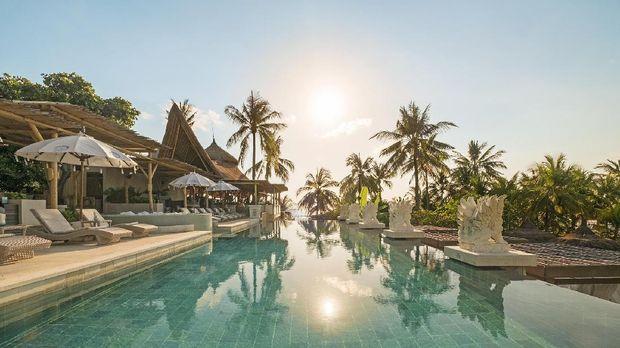 'Beach Club' Rumah Bambu Berpemandangan Samudera Hindia
