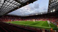Dua Penyusup Bermalam di Old Trafford Demi Tonton MU vs Arsenal