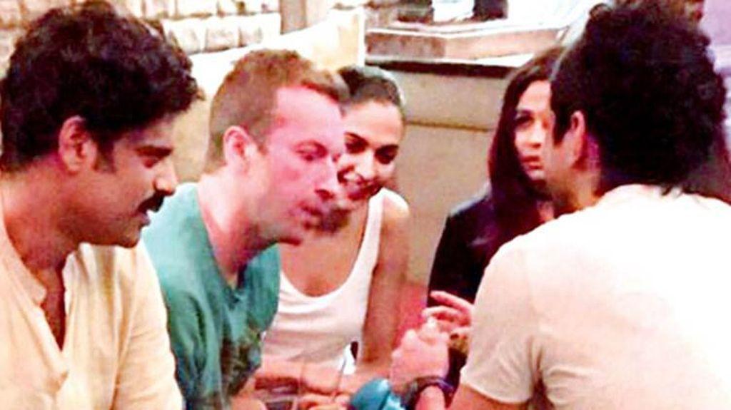 Coldplay Konser di India, Chris Martin Santai Bareng Shah Rukh Khan