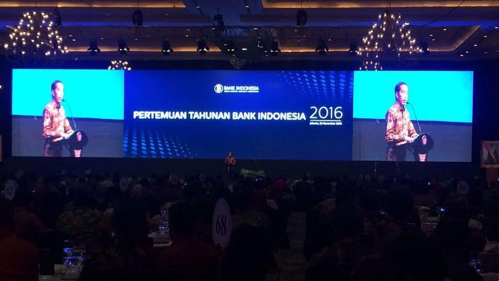 Jokowi: Kita Ini Senangnya Gosip Sama Isu