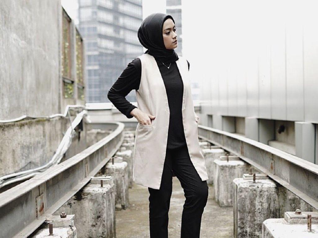 Foto: Cantiknya Ayudia Bing Slamet dengan Gaya Hijab Santai