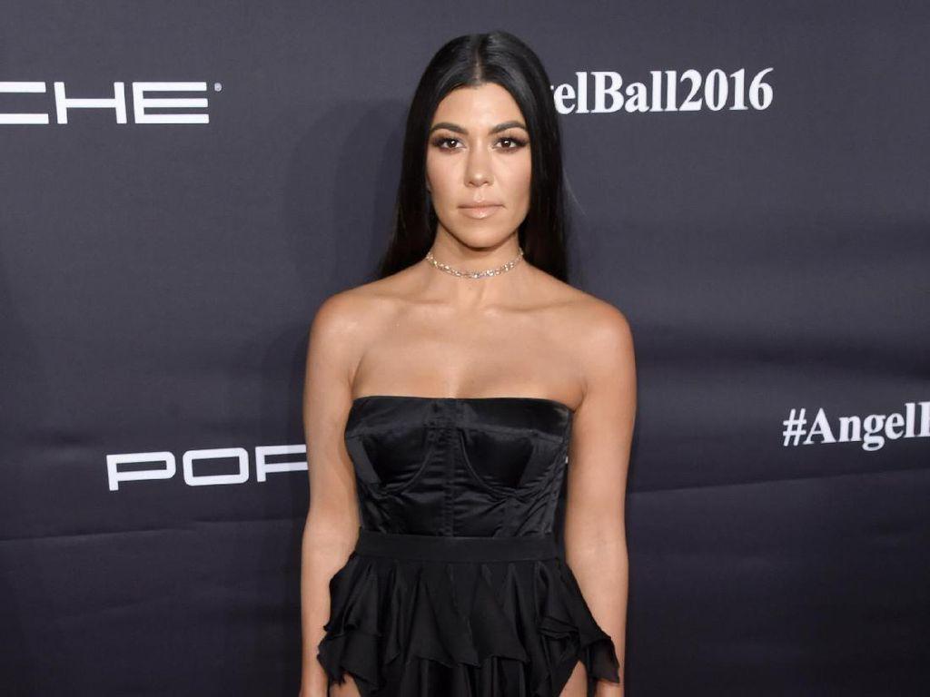 Kourtney Kardashian Frustrasi Pasca Dimarahi Pacar Muslimnya