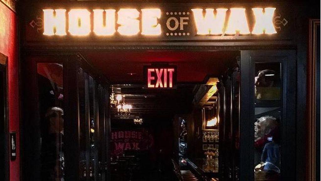Bukan Rumah Hantu, Ini Bar Bertema House of Wax di AS