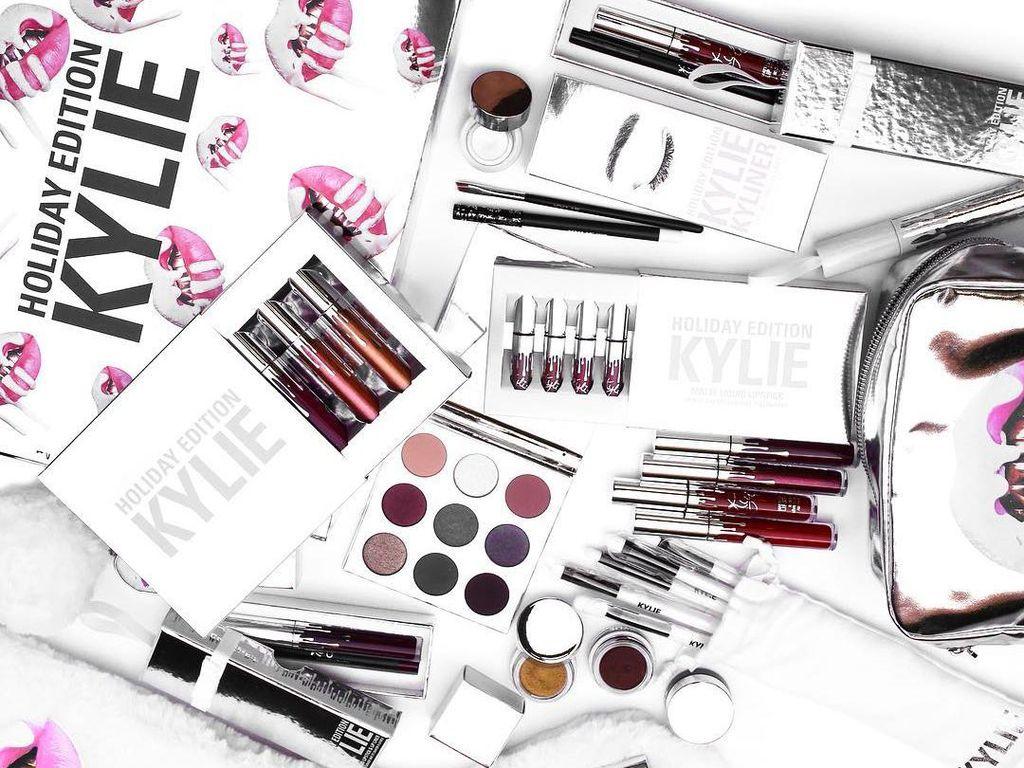Bos Perusahaan Kosmetik Kylie Jenner Resign, Ada Apa?