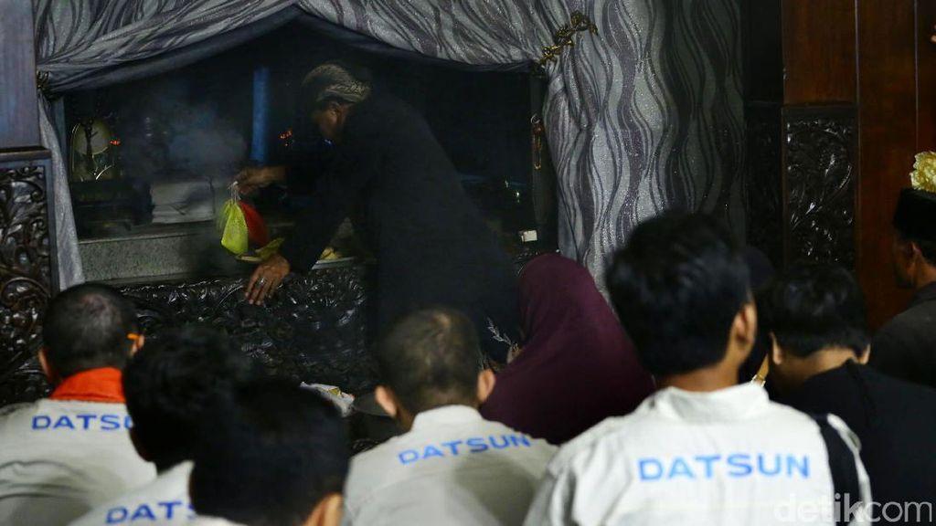Datsun Risers Berkunjung ke Gunung Kawi