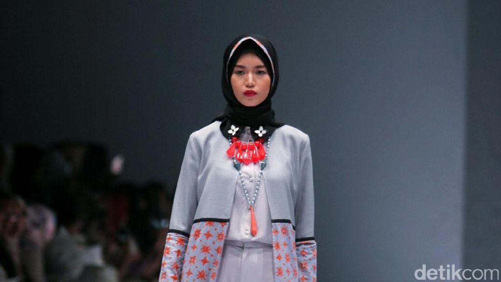 Foto: Koleksi Zaskia Sungkar di Jakarta Fashion Week 2017