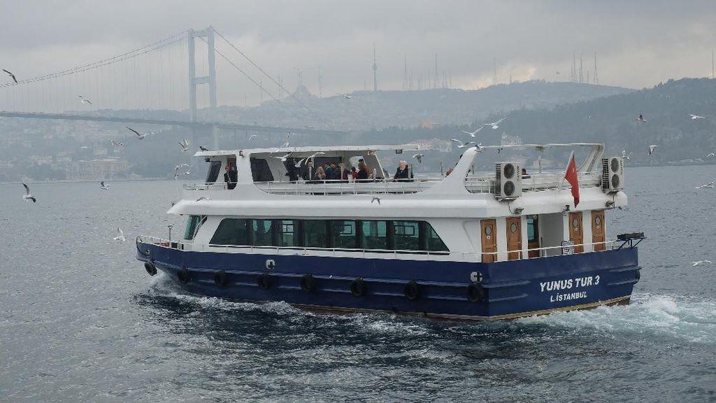 Membelah Benua Eropa & Asia dengan Kapal Pesiar Bosphorus