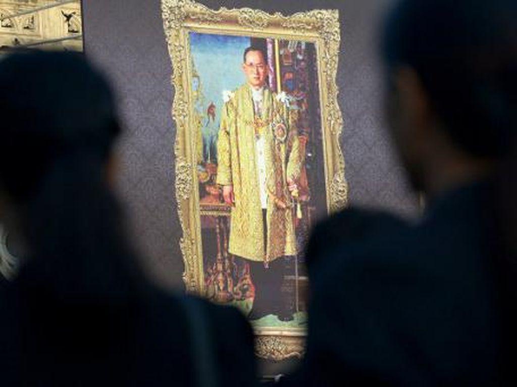 Kisah Timnas Thailand dan Foto Mendiang Raja Bhumibol Adulyadej