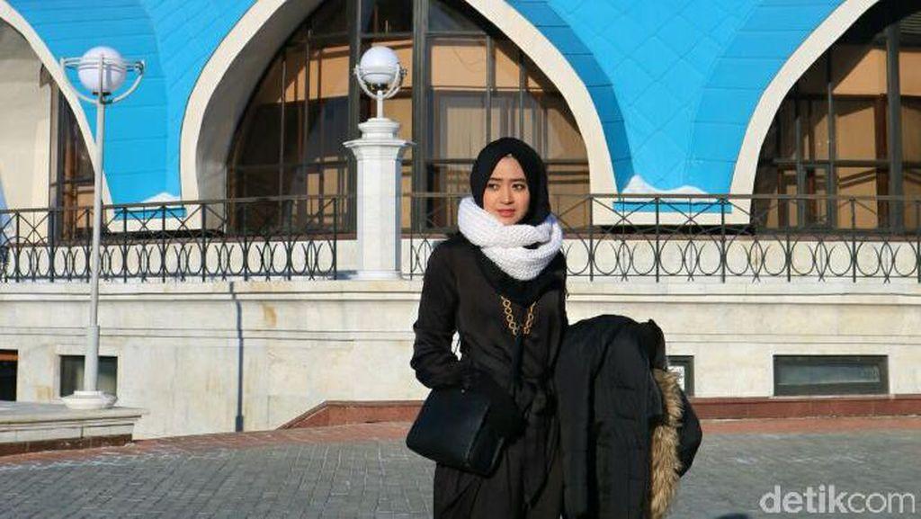 Foto: Gaya OOTD Hijab Saat Musim Dingin Ala Natasha Farani di Rusia