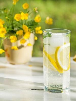 Bantu Percepat Metabolisme, Benarkah Minum Air Lemon Bikin Langsing?