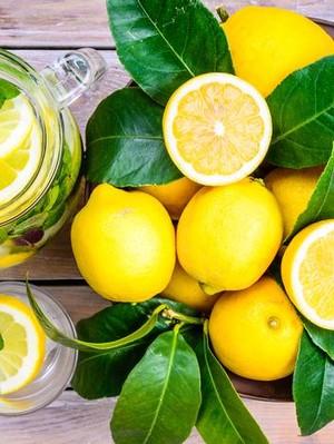Agar Manfaatnya Maksimal, Kapan Waktu yang Tepat untuk Minum Air Lemon?