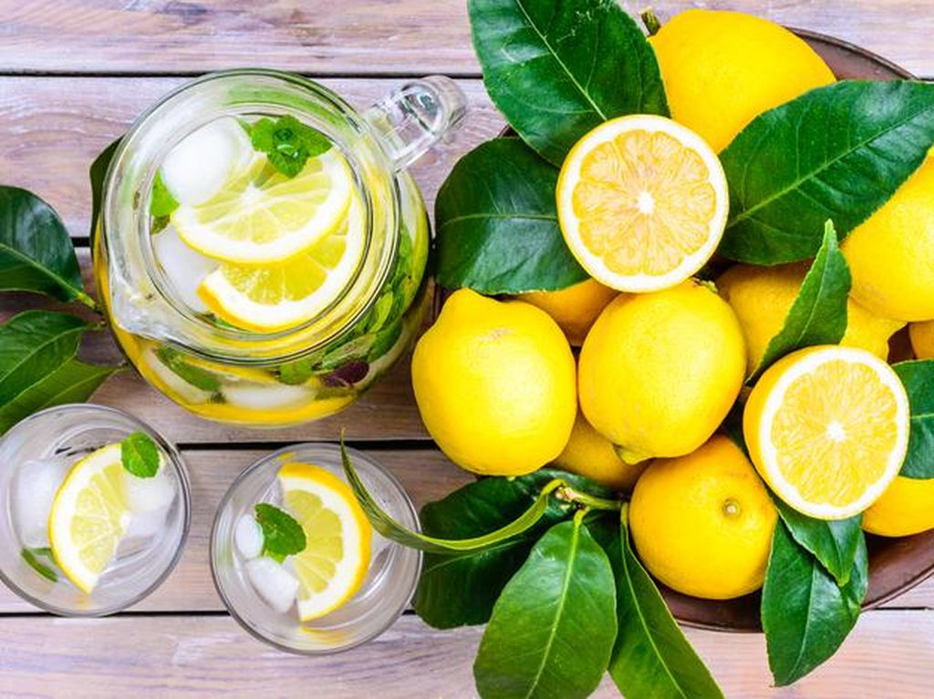 Apa Benar Minum Air Lemon Efektif Turunkan Berat Badan?