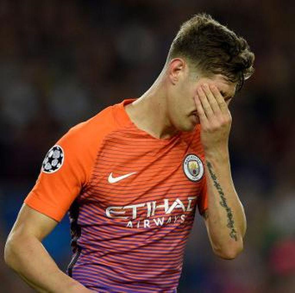 Roy Keane: John Stones Terlalu Lemah, Jatuh Kehilangan Bola Seperti Anak Kecil