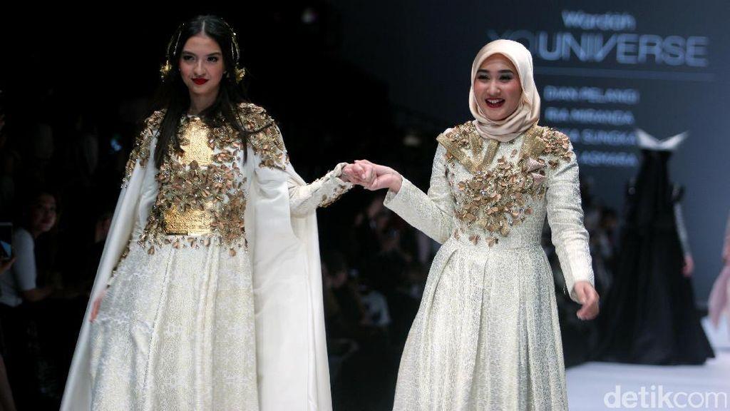 Dian Pelangi Bawa Koleksi Bertema Kerajaan Sriwijaya di Fashion Week Doha