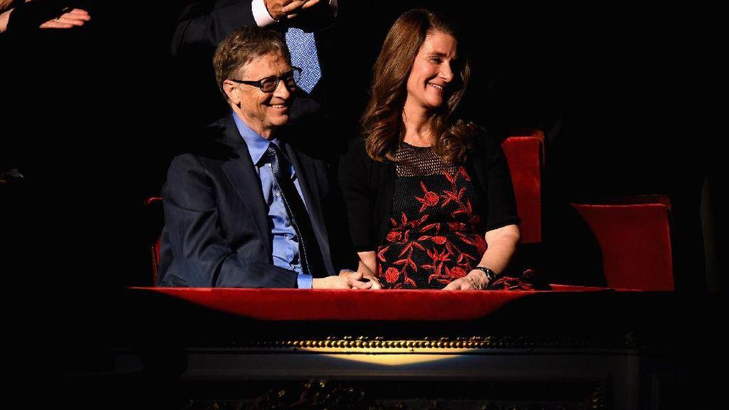 Obama Kalungkan Medali Kehormatan untuk Bill Gates