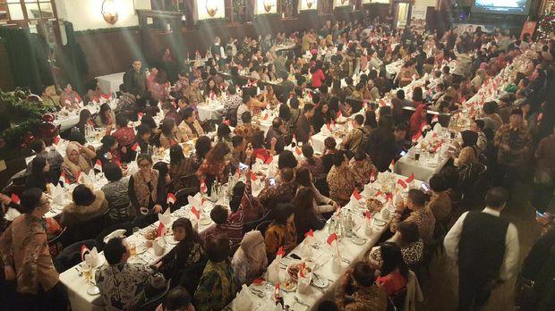 Meja-meja penuh dengan 450 orang berbatik ria di Munich (Fitraya/detikTravel)