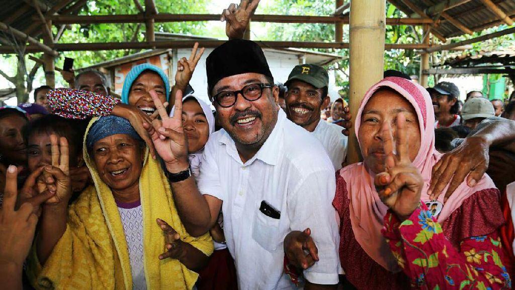Blusukan ke Tangerang Selatan, Rano Jadi Rebutan Ibu-ibu