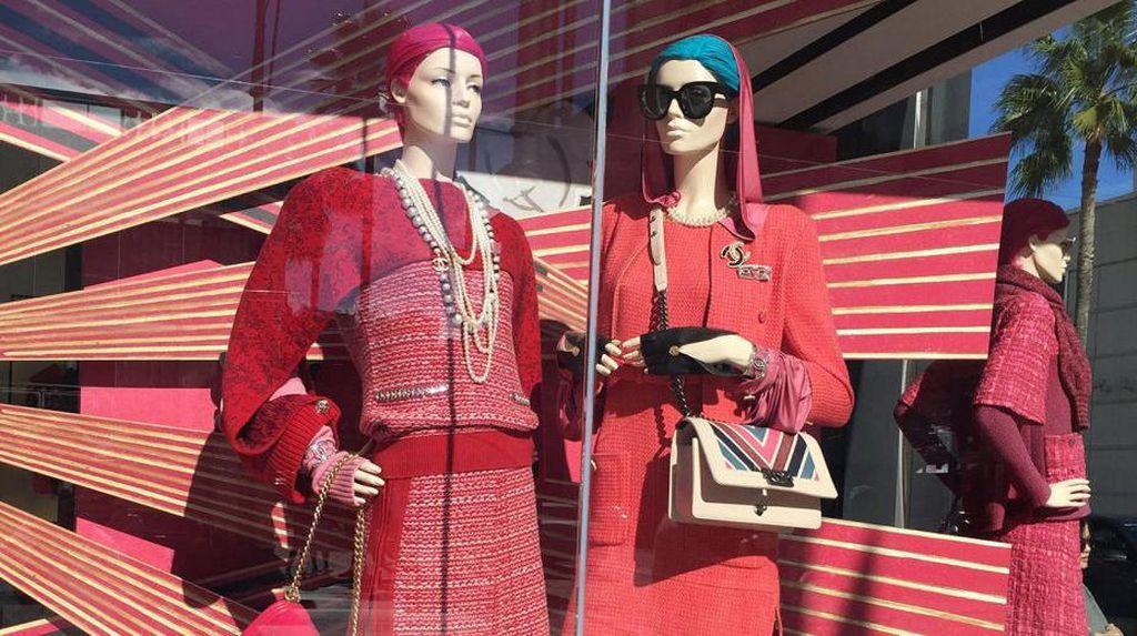 Mannequin Berjilbab Turban Eksis di Butik Chanel Beverly Hills