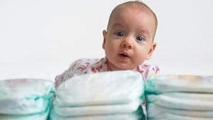 Jangan Lupakan Hal Ini Saat Hendak Pakaikan Bayi Baru Lahir Dispo Diaper