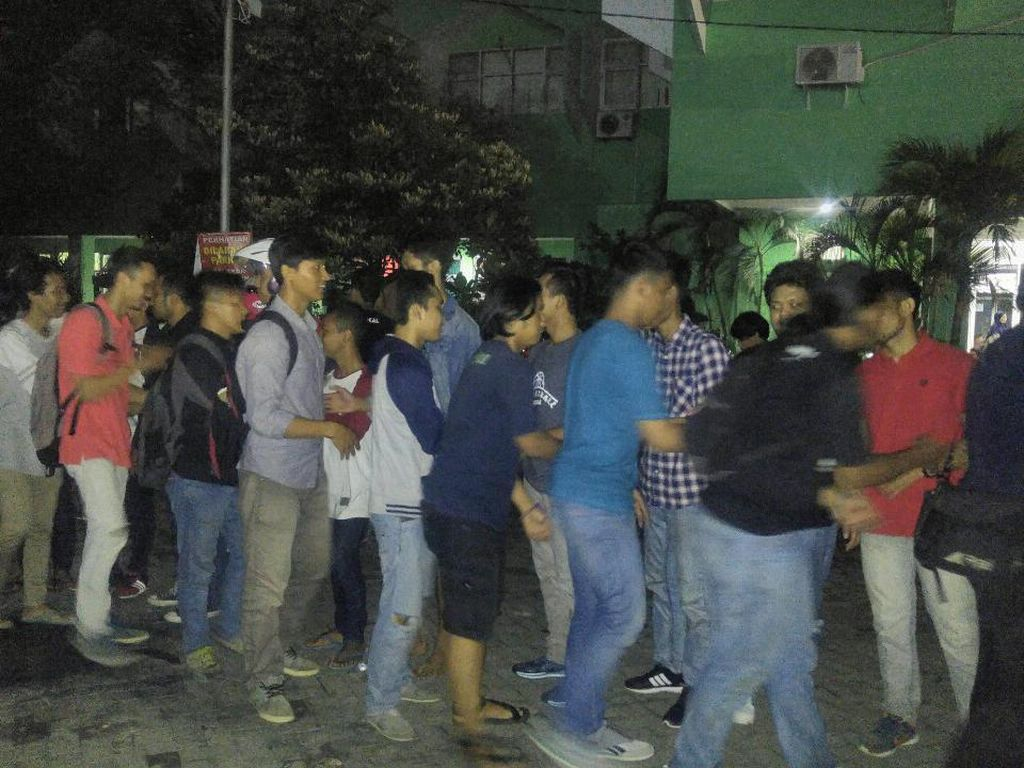 Mahasiswa Unissula Semarang Tawuran, Polisi Kena Lemparan Batu