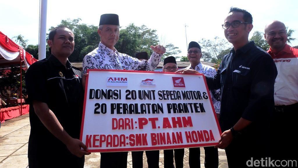 Ganjar Pranowo Apresiasi Produsen yang Sumbangkan Motor untuk Sekolah