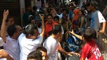 Blusukan di Tambora, Sandiaga Diajak Jakmania Jalan Kaki 1,5 Jam