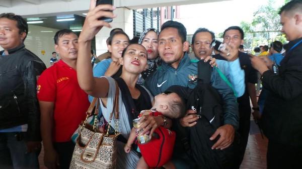Tiba di Tanah Air, Timnas Indonesia Hebohkan Bandara Soetta
