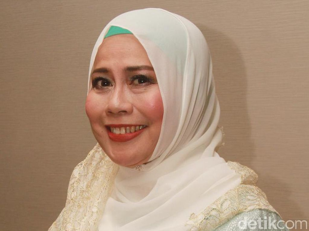 Dewi Yull Tak Ingin Pamer Sosok Suami ke Publik