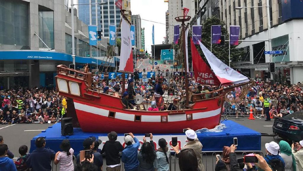 Kapal Phinisi Ikut Ramaikan Parade Internasional di Selandia Baru