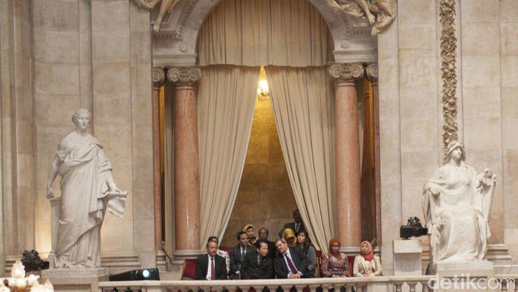 Saat Delegasi DPR Diperkenalkan di Sidang Paripurna Portugal