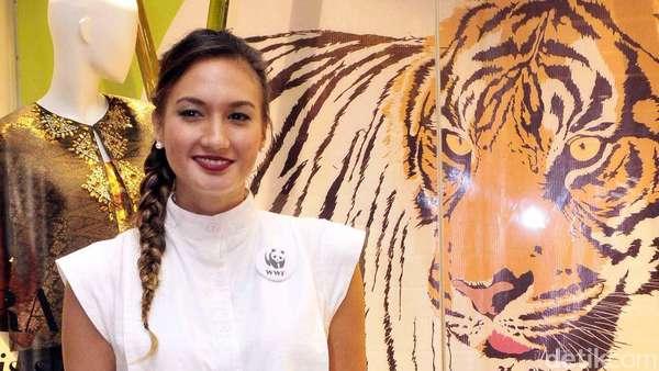 Rambut Kepang Nadine Chandrawinata