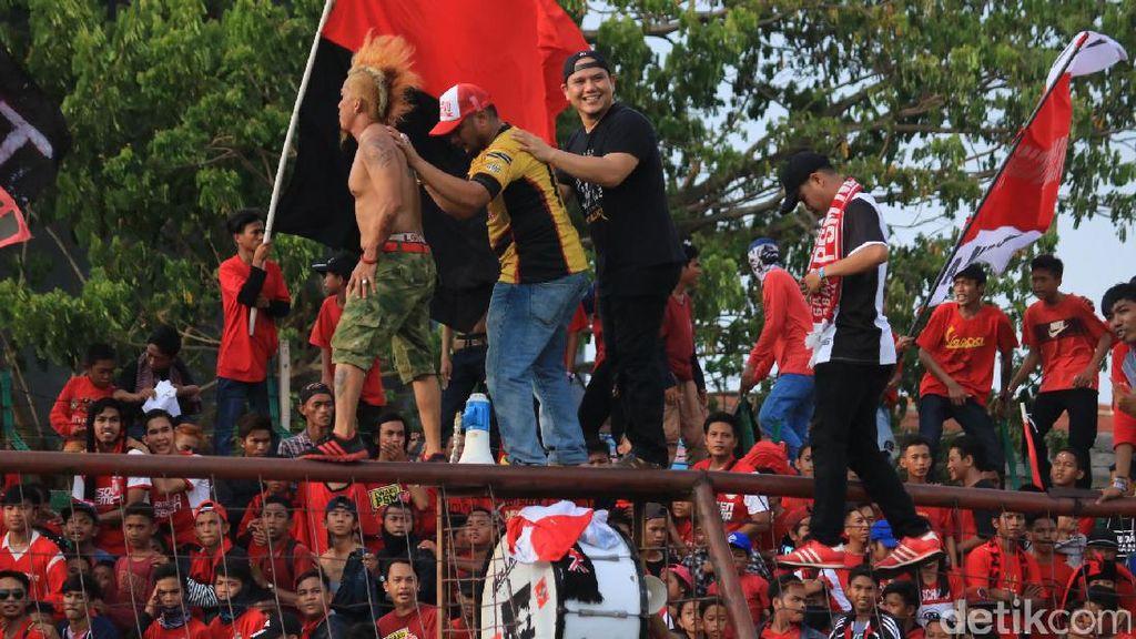 Fadly Padi Jadi Dirigen Suporter PSM Makassar