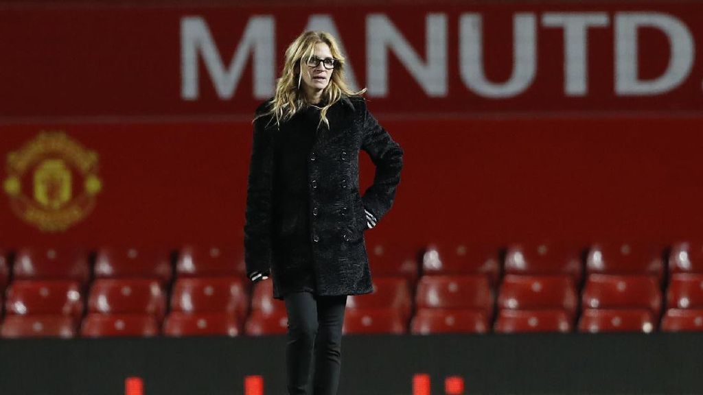 Aksi Julia Roberts di Rumput Old Trafford