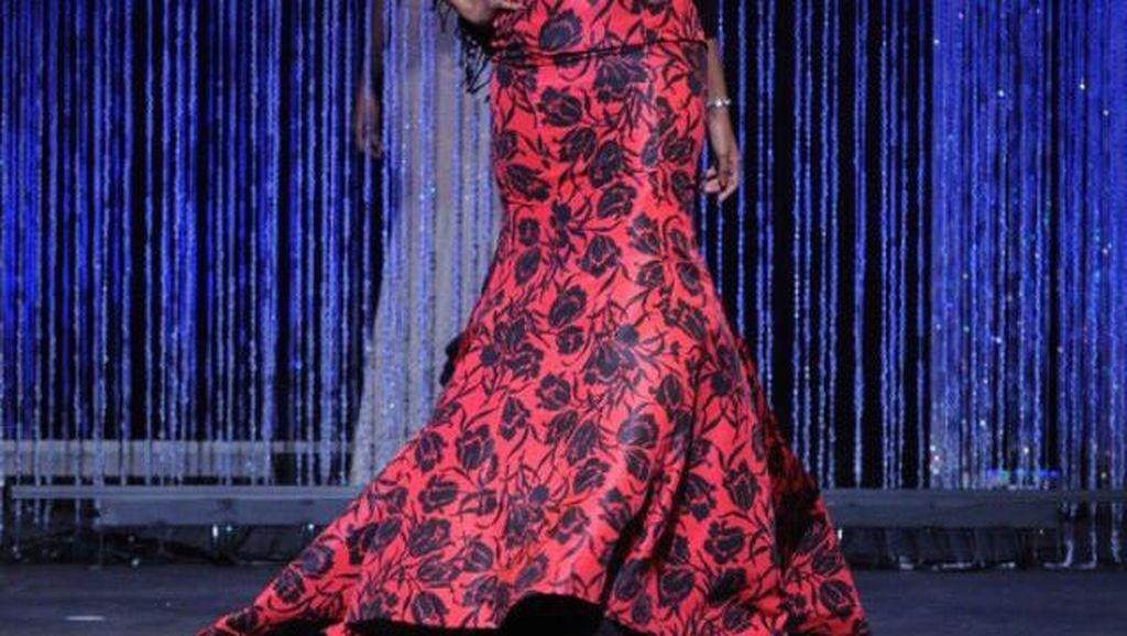 Pakai Burkini di Kontes Kecantikan AS, Halima Aden Dapat Tepuk Tangan Meriah