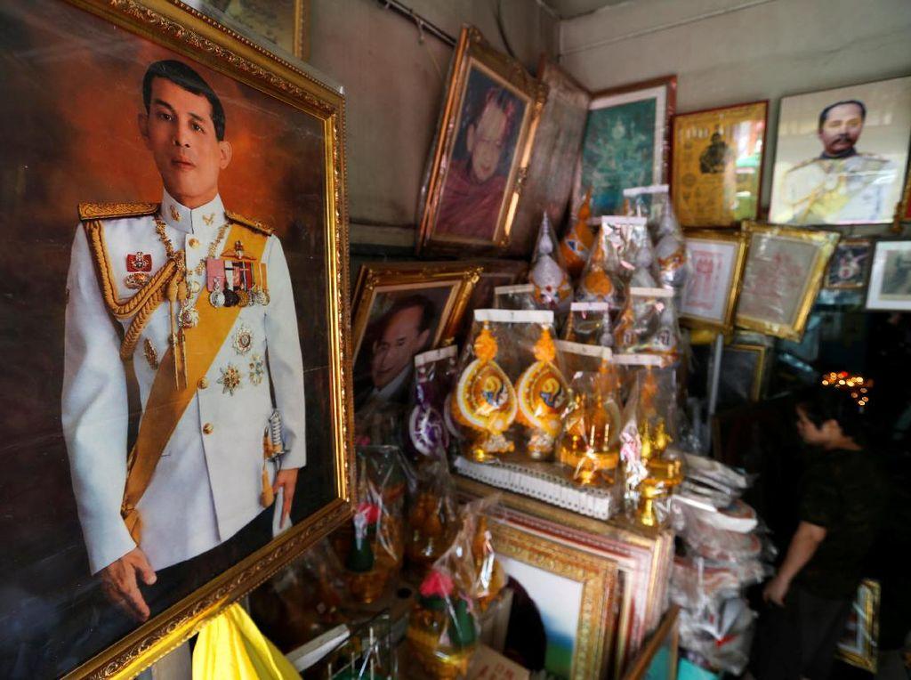 Pedagang Thailand Ramai Menjual Foto Putra Mahkota Maha Vajiralongkorn