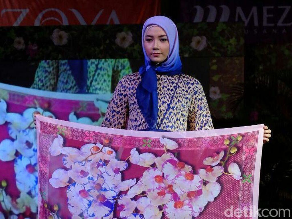 Ivan Gunawan Angkat Batik Hingga Tenun untuk Koleksi Jilbab Zoya