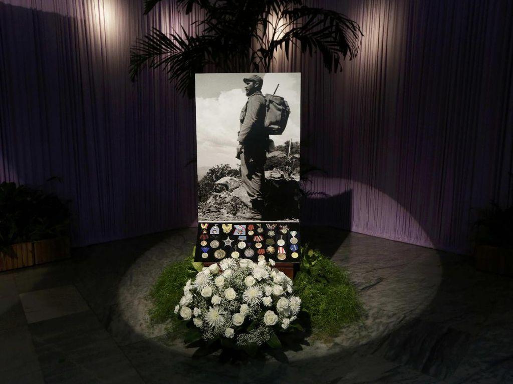 Abu Fidel Castro Ditampilkan, Warga Kuba Antre Beri Penghormatan Terakhir