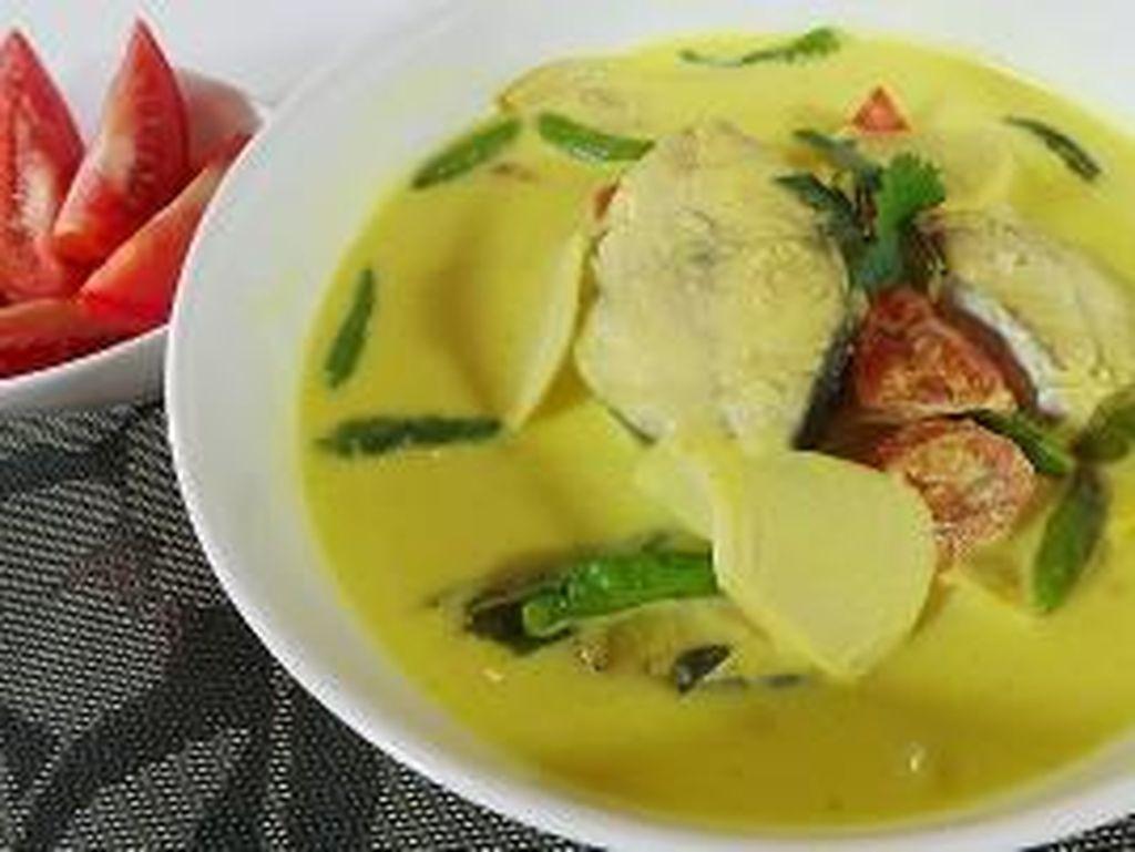 Masak Apa Hari Ini : Sayur Kuning Rebung dan Perkedel Ikan Renyah yang Sedap