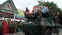 Usai Apel Nusantara Bersatu, Siswa-siswi di Aceh Jalan-jalan Naik Panser