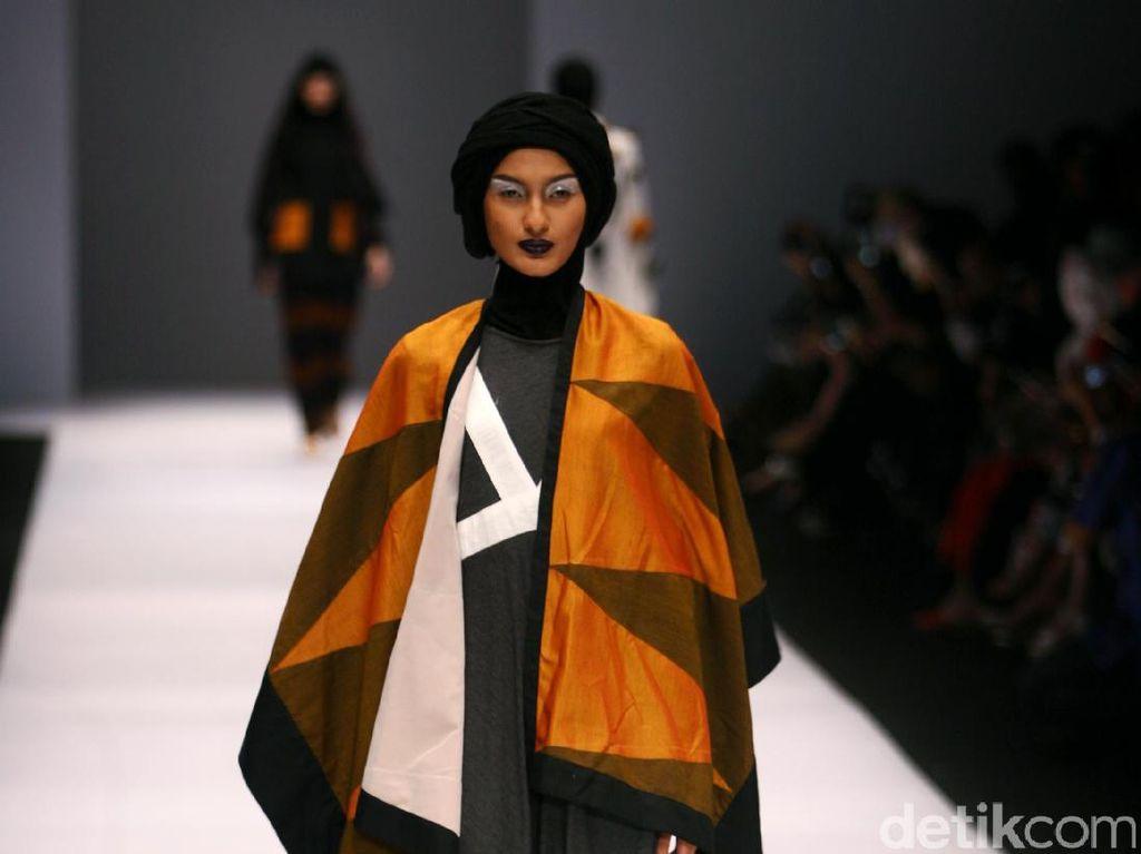 Foto: Koleksi Hannie Hananto di Jakarta Fashion Week 2017