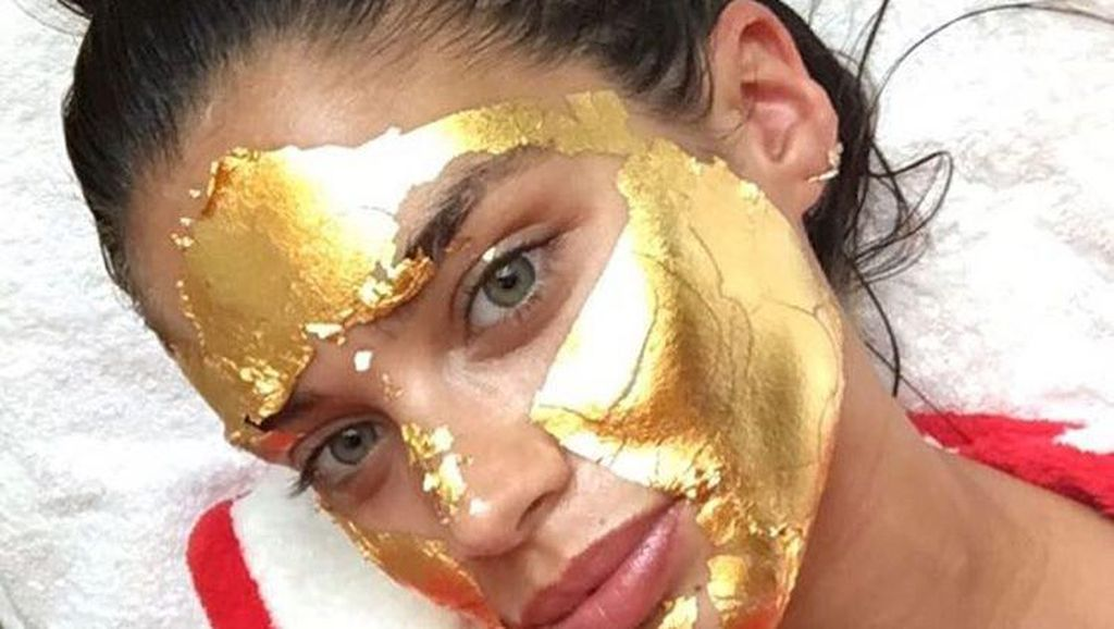Masker Emas 24 Karat, Perawatan Andalan Model Victorias Secret Sebelum Show