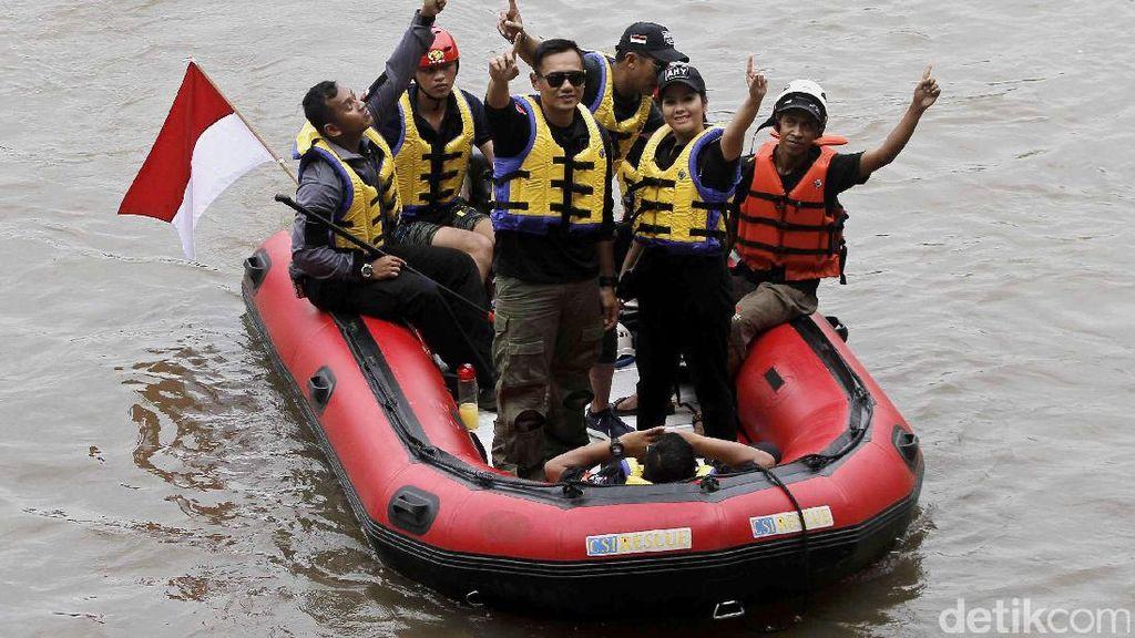 Agus Yudhoyono Susuri Ciliwung dan Makan Nasi Kebuli Bareng Warga