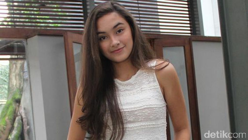 Caitlin Halderman Bingung Pilih Kewarganegaraan