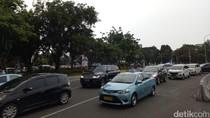 Massa Buruh Membubarkan Diri, Jalan Medan Merdeka Barat Sudah Bisa Dilintasi