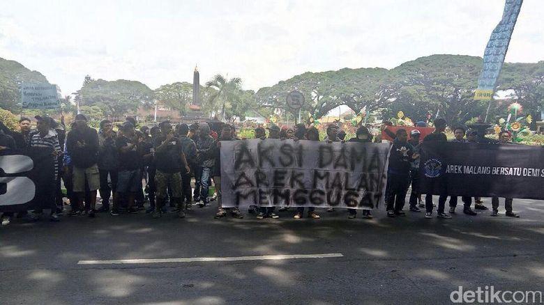 Suporter Turun ke Jalan, Tuntut Kejelasan Status Arema Indonesia
